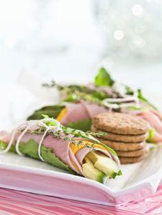 Los rollitos de lechuga tipo sandwich son un snack ligero y bajo en carbohidratos para los que están a dieta ya que solo tienen 140 calorías.