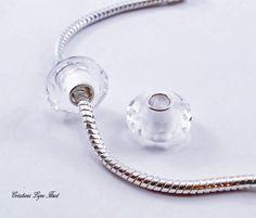 2 Perles Européennes, noyau unique Argent Sterling,Fait de verre à facette blanc fumée - S'adapte à tous les bracelets Européens (C-179) Argent Sterling, Pearl Necklace, Bracelets, Unique, Etsy, Jewelry, Murano Glass, Veneers Teeth, Beads