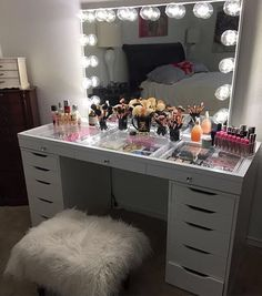 MAJOR SLAY ALERT  @victoria_alv is killing the game with our #SlayStation table top and #ImpressionsVanityGlowPro #vanitygoals