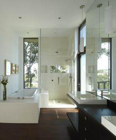 Salle de bains avec douche et baignoire ! #déco #bain #maison #blanc http://www.m-habitat.fr/douche/types-de-douches/zoom-sur-les-douches-a-l-italienne-36_D