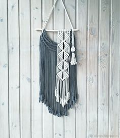 Good Free of Charge Macrame art Popular If you have found the new macramé collection and you are simply hooked about this eternal build, yo Macrame Design, Macrame Art, Macrame Projects, Macrame Knots, Yarn Wall Art, Yarn Wall Hanging, Wall Hangings, Macrame Wall Hanging Patterns, Macrame Patterns