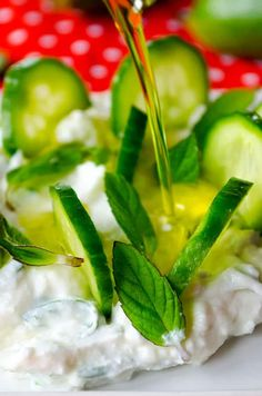 Cucumber yogurt feta dip makes you renewed in these warming days. Serve it with thinly sliced cucumbers. Cucumber Yogurt, No Cook Appetizers, Feta Dip, Fresh Mint, Eat Right, Dip Recipes, Side Dishes, Dips, Healthy Eating