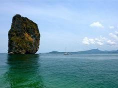 Inselhopping vor der Küste von Krabi/Thailand. Typischer Karstfelsen. Krabi, Thailand, Water, Outdoor, Rocks, Water Water, Outdoors, Aqua, Outdoor Games