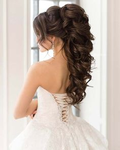 10 Gorgeous Half Up Wedding Hair Ideas, Looking for the gorgeous half up wedding hair ideas? Here we have gathered best 10 half up wedding hair ideas for your special day. We hope this p. Half Up Wedding Hair, Bridesmaid Hair Half Up, Classic Wedding Hair, Wedding Hair And Makeup, Wedding Hair Accessories, Bridal Hair, Bride Makeup, Elegant Wedding, Perfect Wedding