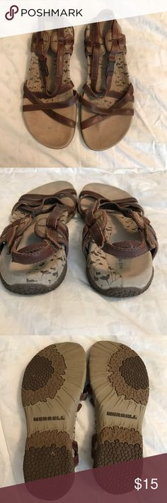 Leather sandals for woman. Very confortables. Sometimes used. Merrell Shoes Flats & Loafers