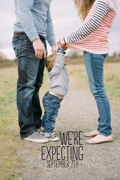 Zwangerschap aankondiging: de leukste en grappigste ideeën op www.mamaweetjes.nl/mamas-denkwereld/zwangerschap-aankondiging-de-leukste-ideeen/