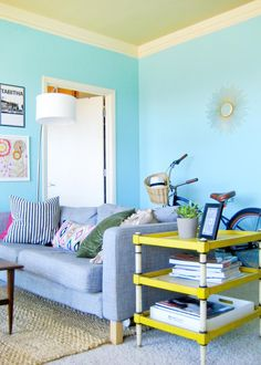 Little Space, Big Colors: 10 Colorful Small Homes | @Gilda Locicero Therapy apartmenttherapy.com