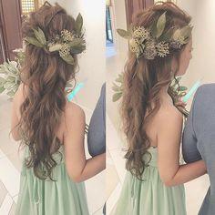 お色直しはダウンスタイルに☺︎✨ ・ #ブーケ #プレ花嫁 #卒花 #ウェディングドレス #ブライダルヘア #ブライダルヘアメイク #WD #CD