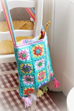 Granny square crafts bag @ Helen Philipps