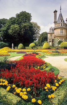 Waddesdon  Manor Gardens, Buckinghamshire, England, UK: :   This immaculate Victorian garden, surrounding a Renaissance style chateau, is considered to be one of the finest in the country. The gardens are home to outstanding seasonal displays of bedding plants - which were much loved by the Victorians. Bedding plant schemes on this scale require an enormous amount of work and the displays are maintained to the highest standards by a dedicated team of National Trust gardeners.  Waddesdon has…