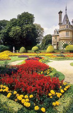 Waddesdon Gardens, Buckinghamshire, England | Outstanding bedding plant schemes in a Victorian garden