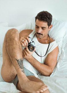 Mode Masculine, Hot Men, Barefoot Men, Bear Men, Male Feet, Guy Pictures, Hairy Men, Good Looking Men, Male Beauty