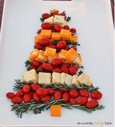 Christmas Tree Cheese Platter perfect for Christmas dinner Christmas Entertaining, Christmas Brunch, Christmas Appetizers, Noel Christmas, Christmas Goodies, Winter Christmas, Christmas Cheese, Christmas Parties, Holiday Treats