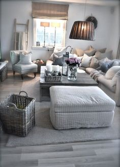 I would change a few things, but cute room! Grey Couch Rooms, Living Room Grey, Cozy Living, Interior Design Living Room, Home And Living, Living Room Decor, Living Spaces, Villa, Home And Deco
