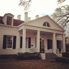 Home of friend and chef Regina Charboneau. Circa 1838 #mississippi #natchez #spring #traveling By @pallensmith