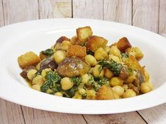 Fry the chickpeas with mushrooms and spinach while stirring - Mis cosillas de Cocina Plant Based Recipes, Veggie Recipes, Dog Food Recipes, Vegetarian Recipes, Healthy Recipes, Veggie Main Dishes, Inexpensive Meals, Healthy Cooking, Kids Meals