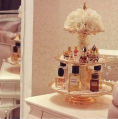 Trendy Makeup Organization Vanity Diy Perfume Display Trendy Make-up Organisation Vanity Diy Parfüm Display Perfume Display, Perfume Tray, Perfume Bottles, Perfume Organization, Makeup Organization, Perfume Storage, Shop Organization, Bathroom Organization, Bathroom Ideas