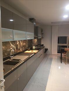 Luxury Kitchen Design, Kitchen Room Design, Bathroom Design Luxury, Kitchen Cabinet Design, Interior Design Living Room, Aluminum Kitchen Cabinets, Aluminium Kitchen, Custom Kitchen Cabinets, Foyer Design