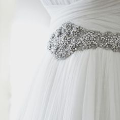 Santoscostura details #hautecouture #details #bride #weddingdress #gown #dress #fashion #costura #novia #vestidodenovia #atelier #barcelona #santoscostura