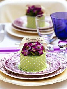 Combine your place setting and wedding favors with this simple DIY project.