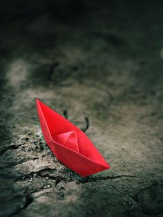 little red boat Cool Pictures For Wallpaper, Cool Wallpaper, Cool Photos, Amazing Photos, Beautiful Pictures, Color Splash, Color Pop, Origami Boat, Red Paper