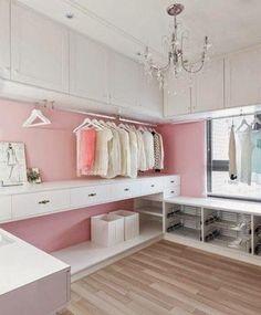 Vestidores de lujo, menos decoración para guardar más cosas