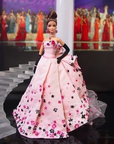 Barbie Gowns, Pageant Gowns, Barbie Clothes, Barbie Doll, Fashion Dolls, Fashion Show, Fashion Outfits, Beautiful Dresses, Nice Dresses