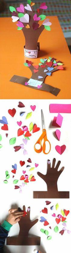 Billiges Vatertagsgeschenk une-empreinte-de-main-transformée-en-un-arbre-décoré-de-feuilles-en-papier-mu. Toddler Art Projects, Diy Art Projects, Projects For Kids, Diy For Kids, Crafts For Kids, Arts And Crafts, Art And Craft Design, Design Crafts, Paper Cutting