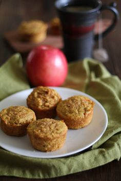 Spiced Apple Carrot Muffins (gluten-free and naturally sweetened) Really moist, healthy muffins. Makes 9 muffins. Gluten Free Muffins, Gluten Free Treats, Gluten Free Baking, Healthy Baking, Gluten Free Recipes, Healthy Food, Healthy Muffins, Sweet Recipes, Real Food Recipes
