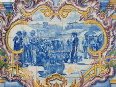 Estremoz – Mercado de Sábado (1940). Painel azulejar policromático da autoria de Alves de Sá (1878-1972), fabricado na Fábrica de Cerâmica da Viúva Lamego, em Lisboa. Estação da CP em Estremoz. Do Tempo da Outra Senhora: Estremoz - Rota do Azulejo