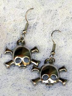 Brincos Caveirinha - Little Skull Earrings | Beat Bijou | Elo7
