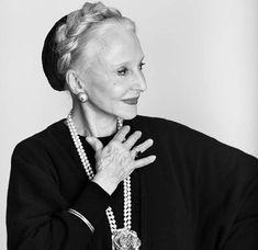 Μαθήματα ευτυχίας από μια 83χρονη: «Διαβάζω περισσότερο και ξεσκονίζω λιγότερο»   Dumbo The Elephant, Archangel Prayers, Big Words, Food For Thought, Be Yourself Quotes, Wisdom Quotes, Self Improvement, Feminine, Positivity