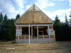 Construction d'une charpente de maison en bois
