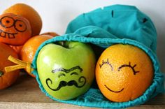 Simply use permanent marker on fruit that you will NOT EAT THE rind. For edible parts, use food safe markers! Fun Snacks For Kids, Craft Activities For Kids, Kids Meals, Whats For Lunch, Lunch To Go, Eat Fruit, Fruit Art, Happy Fruit, Produce Bags