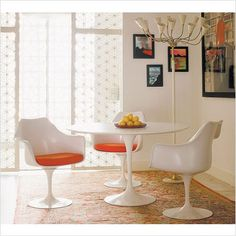 Knoll ® - eSaarinen Round Dining Table