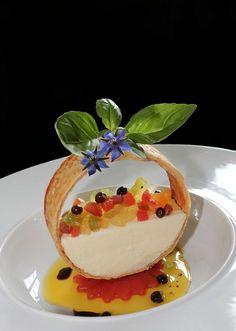 Appetizer Recipes, Snack Recipes, Dessert Recipes, Cooking Recipes, Snacks, Tomate Mozzarella, Fancy Desserts, Food Decoration, Food Presentation