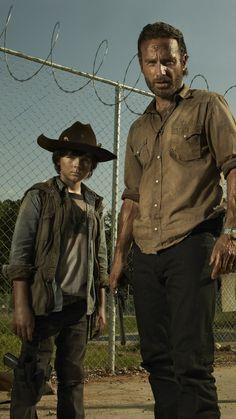 Wallpaper The Walking Dead - Chandler Riggs como Carl Grimes e Andrew Lincoln como Rick Grimes