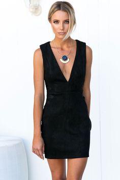 Beautiful in black! http://amaroso.co/a/OvRL7BbM