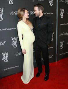 Pin for Later: Blake Lively Nous Montre Bien Plus Que Son Baby Bump Sur Son Dernier Tapis Rouge