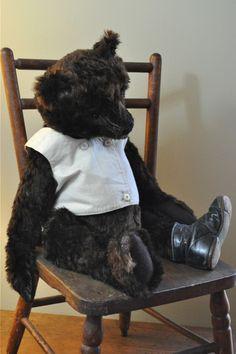 Gorgeous Mohair Teddy By Lori Ann Corelis.....He is simply amazing !! Wish he were mine ~ <3 ~ Photo via web { Lori's Blog }