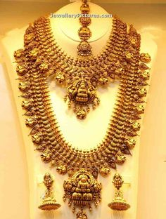 Antique Necklace - Page 3 of 22 Latest Indian Jewelry - Jewellery Designs Gold Temple Jewellery, Gold Jewellery Design, Gold Jewelry, Jewelery, Luxury Jewelry, Wire Jewelry, Quartz Jewelry, Jewelry Model, Swarovski Jewelry