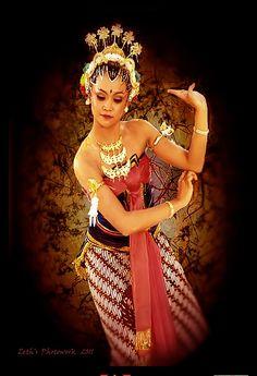 Bedhaya angron-akung Dance