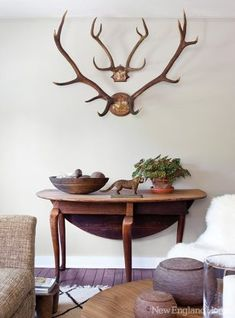 antlers in a sitting room. design by John Roch. Photographed by Bruce Buck and styled by StacyStyle for Pillai England Home. Wabi Sabi, Antler Mount, Antler Art, New England Homes, Shabby, House And Home Magazine, Inspired Homes, Rustic Style, Rustic Elegance