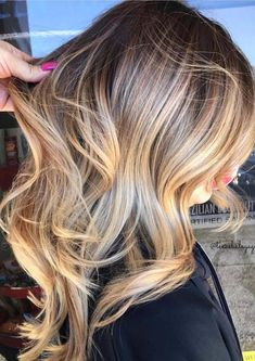 31 Amazing Golden Blonde Highlights for 2018 – Hair Colours Golden Blonde Highlights, Golden Blonde Hair, Hair Color Highlights, Party Hairstyles For Long Hair, Cool Hairstyles, Cool Hair Color, Hair Colors, Hair 2018, Gorgeous Hair