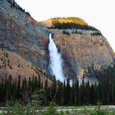Takakkaw Falls - my favourite #waterfall for this #waterfallwednesday . . #takakkawfalls #yoho #nationalpark #britishcolumbia #canada #wanderlust #canada150 #igerscz #hiking #hikingadventures #hikinglife #hikingculture #naturelovers #outdoorlife #wilderness #falls #travel #gaytravel #adventure #explore #discover #explorecanada #imagesofcanada #explorebc #beautifulbc #canadianrockies #memories #photooftheday