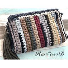 [코바늘가방]가을가방 새로운 디자인 모음!! : 네이버 블로그 Crochet Purse Patterns, Crochet Clutch, Crochet Handbags, Crochet Purses, Crochet Lace, Knitting Patterns, Crochet Video, Yarn Bag, Diy Handbag