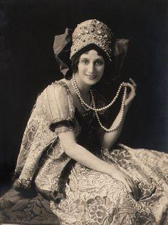 Anna Pavlova, a ballet dancer, wearing a Russian costume. Circa 1914.