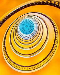 Escalier en Spirale: Bâtiment Axelborg à Copenhague, Danemark ๏~✿✿✿~☼๏♥๏花✨✿写❁~⊱✿ღ~❥FR May ~♥⛩☮️ Amazing Architecture, Art And Architecture, Architecture Details, Escalier Design, Beautiful Stairs, Take The Stairs, Stair Steps, Stairway To Heaven, Staircase Design