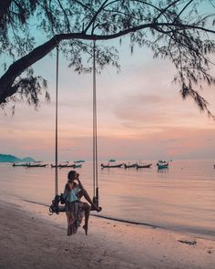 "51.3 mil curtidas, 755 comentários - Leonie Hanne (@ohhcouture) no Instagram: ""Swinging into sunset... So thankful for these peaceful days in paradise which helped me to feel…"""