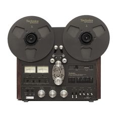 Technics RS 1500 - an amazing feat of technology and looks.